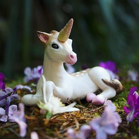 An oldie, but a goodie. I just watched Legend last week. Was that supposed to be a children's film? It was one of my faves as a kid, but I was a weirdo. I'm not sure how kids would handle it nowadays. #unicorn #legend #polymerclay