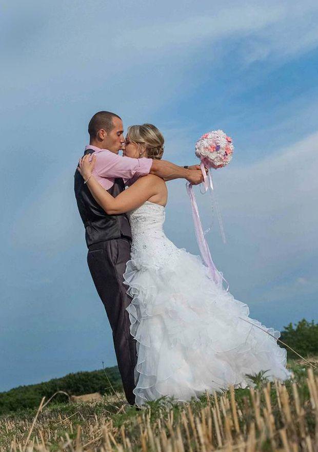 Vasilissa unikatni bidermajer od papira Bidermajer BARONESA - na venčanju, uz nju i njega – blistave i srećne, a ona prekrasna, lepa i tajnovita, nežna kao vila... i jedna svetlucava želja iz njenog detinjstva na širini polja, pri zalasku sunca dobila je ime... ljubav :) ♥Vasilissa Tatijana♥