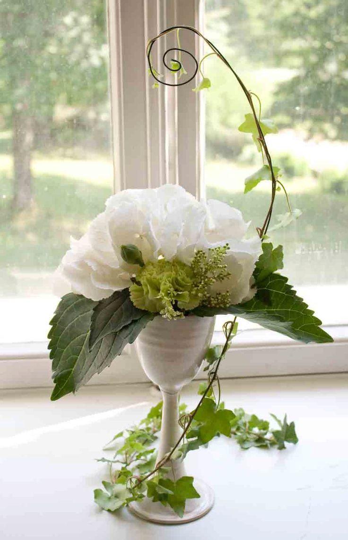 Wedding flower decoration. Design by Elina Mäntylä, Valona Florana (Valona design) www.valona.fi