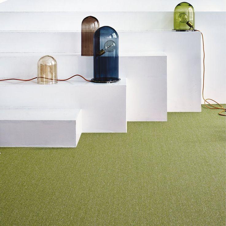 Tekstiilimatto tuo tilaan viihtyisyyttä ja kodikkuutta. Tekstiililaatat: Interface Twist & Shine Micro, väri Lime │ Laattapiste