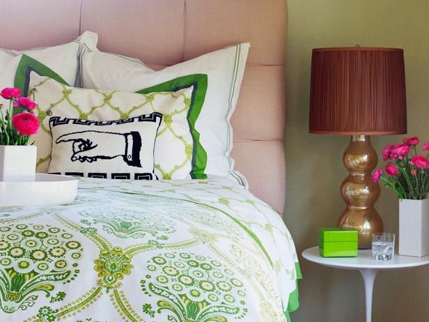 Graphic Pillow: Decor Ideas, Green Bedrooms, Outdoor Rooms, Bedside Tables, Floors Lamps, Landscape Ideas, Pink Bedrooms, Bedrooms Ideas, Dining Tables