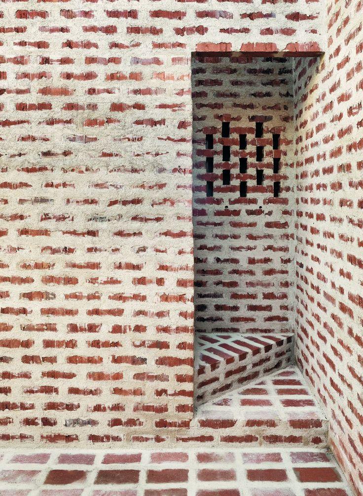 Tham videg rd creek house sk ne space for Perforated brick wall