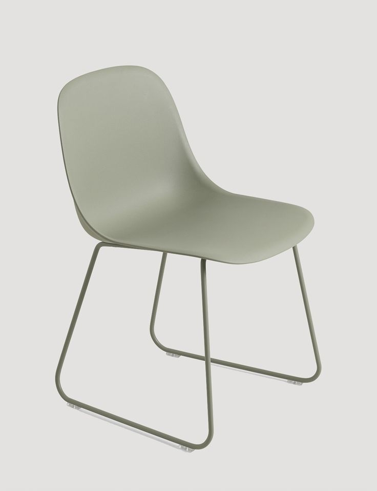 The FIBER SIDE chair is the latest addition to the FIBER chair family, which also means it is constructed with the same elegant innovative bio-composite material with up to 25% wood fibers. With an eye for detail, every line and every curve of the FIBER SIDE chair has been designed to balance maximum comfort with minimum space. Designed by Iskos Berlin - here in Dusty green with sled base #muuto #muutodesign