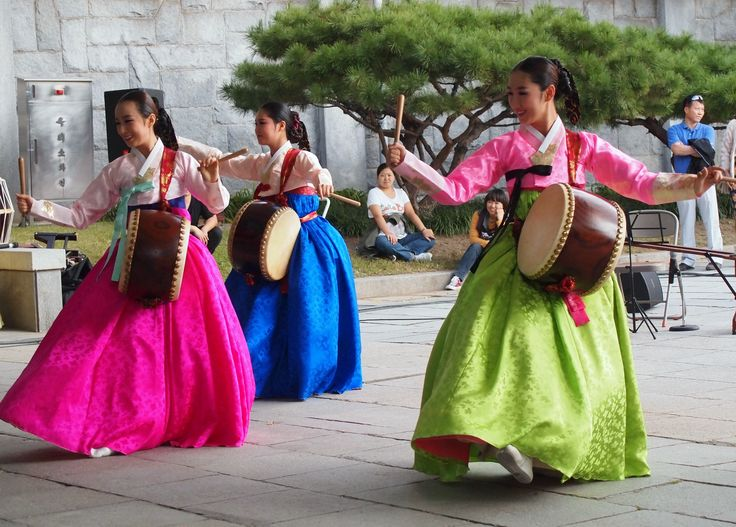 Young women perform a traditional drum dance at the National Folk Museum of Korea at Gyeongbokgung Palace. For more information on free performances at the museum, visit: http://www.nfm.go.kr/language/english/main.jsp