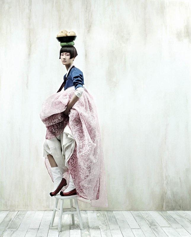 Full Moon Story (hanbok_Korean Vogue 2007)©Kyung Soo Kim