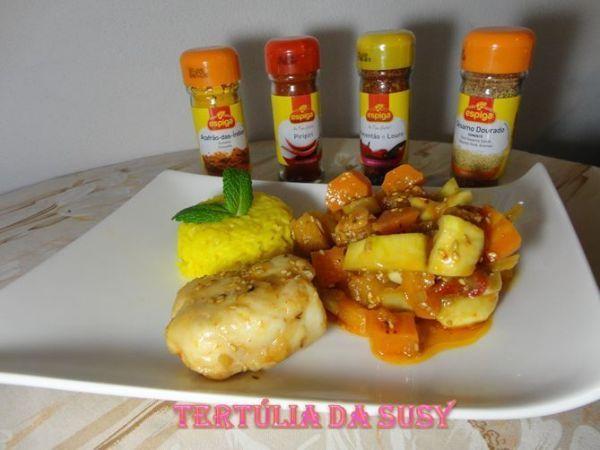 Receita Medalhões de pescada com legumes e arroz de açafrão, de Tertuliadasusy - Petitchef