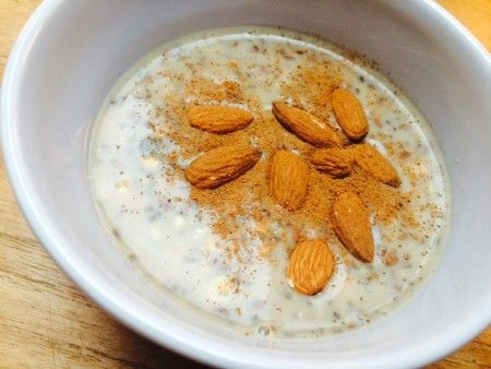 Overnight oats med chiafrø og protein. Denne opskrift er den perfekte start på morgenen! Sæt dine oats over om aftenen og det hele er klar til dig næste morgen. Opskriften er desuden #glutenfri, hvedefri, mælkefri og #laktosefri