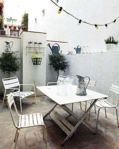 Imaginer une terrasse toute blanche