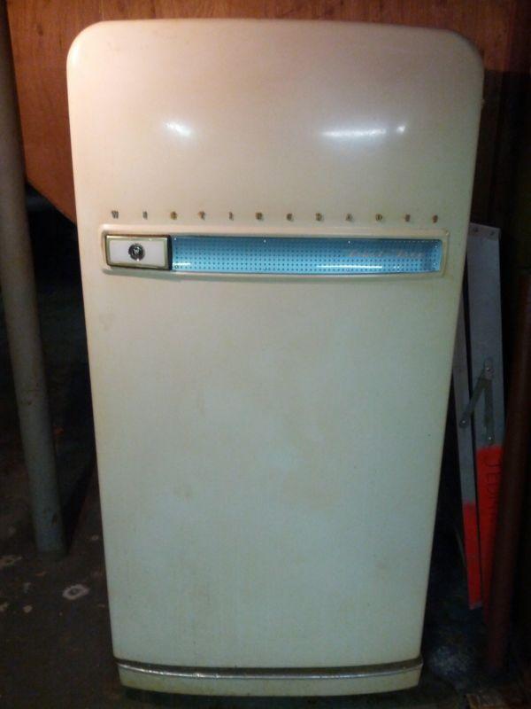 155 Best Images About Refrigerators Amp Ice Boxes On Pinterest Retro Fridge Vintage