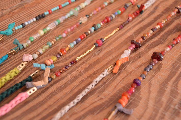 Collares de seda teñida a mano y piedra natural