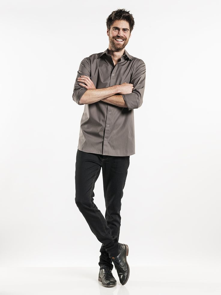 #622 Men Stone Stretch - This men's shirt is tailored and boasts a stylish design. The stretch fabric, which can also be industrially cleaned, makes the shirt extremely comfortable and is ideal for serving staff. It's the thin fabric, big buttons and light brown color that make the Stone Stretch special.