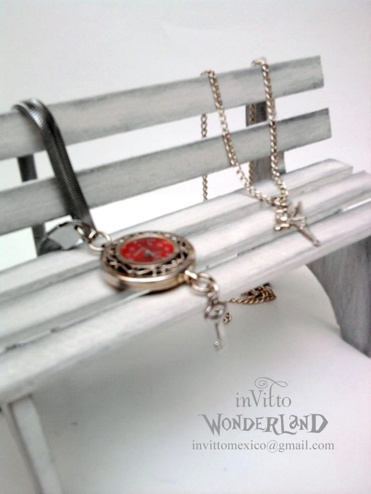 Reloj Rojo de Bolsillo y Dije de Campanita