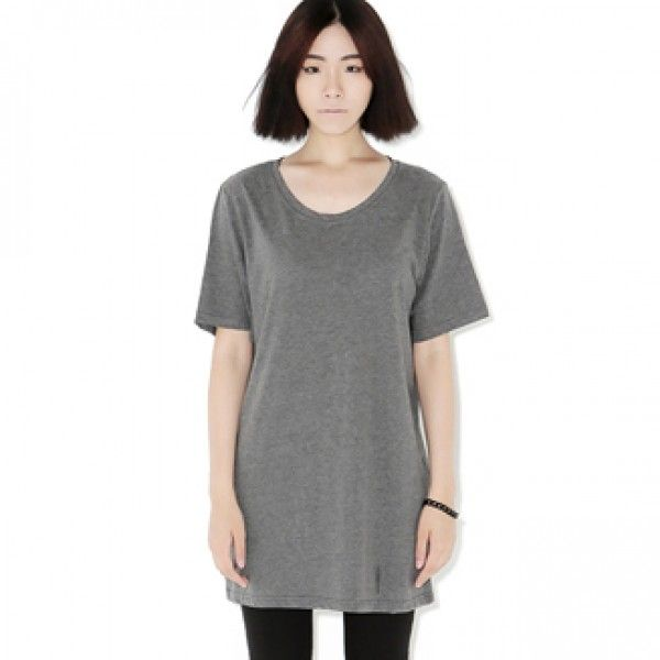 Today's Hot Pick :★全8色★ベーシックロングT【BLUEPOPS】 http://fashionstylep.com/P0000YKU/ju021026/out ゆるりとしたシルエットで、リラックスムード漂うTシャツ☆ シンプルなTシャツを、ちょっぴりオーバーサイズなシルエットで仕立てたアイテム。 柄パンなどカラフルなボトムにさらりとあわせたり、キャミソールなどをネックラインからちらりと覗かせるなど、シンプルならではの使い勝手の一枚。 8カラー展開の豊富なカラバリも◎ 身長によって着丈感が異なりますので下記の詳細サイズを参考にしてください。 ◆8色:チャコール/ブラック/ホワイト/ネイビー/グレー/ベージュ/ミント/ピンク