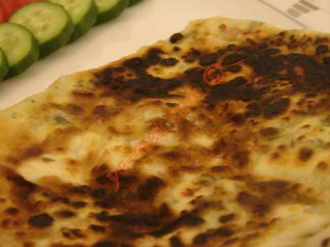 Peynirli Gözleme (Hazır Yufka ile) Resimli Tarifi - Yemek Tarifleri