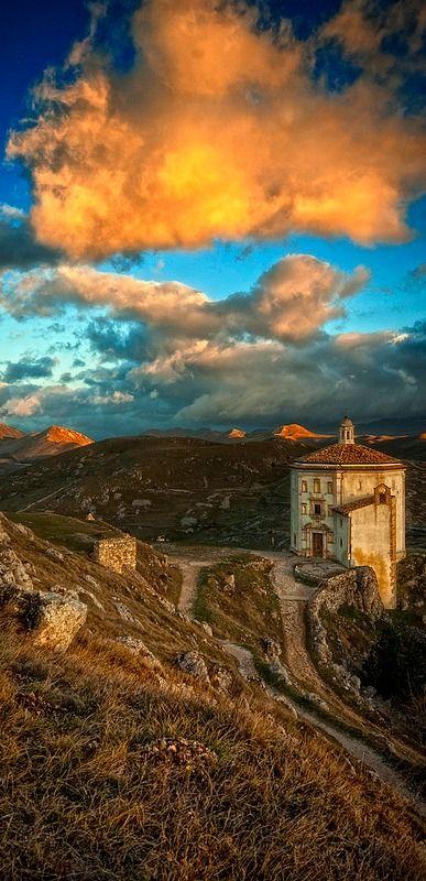 Calascio - Primi raggi di sole, Calascio, Abruzzo, ITALY
