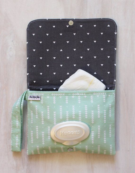 This diaper clutch is perfect for those quick outings with baby. Grab it and go! Throw in into your diaper bag to stay organized, and pull it