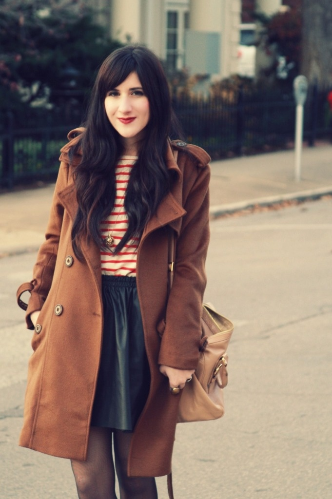 Bonnie: Black Leather Skirts, Colors Combos, Classy Style, Red Stripes, Sailors Stripes, Style Inspiration, Brown Coats, Fashion Inspiration, Hair Fashion Makeup