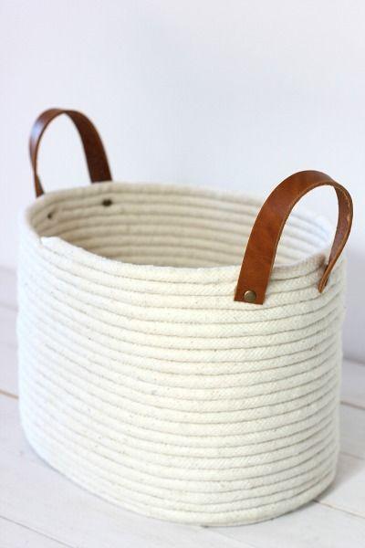 No te pierdas los pasos para hacer este precioso cesto con cuerda. Es muy facil de hacer y muy bonito.