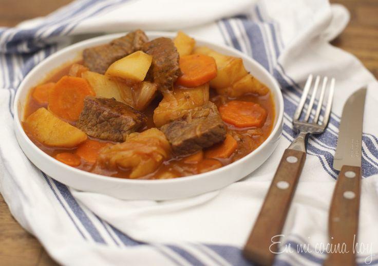 El estofado es otra tradicional receta chilena a la cacerola, perfecta para el invierno, reconfortante y muy sabrosa.