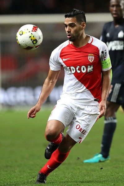 Monaco's Colombian forward Radamel Falcao controls the ball during the French L1 football match between Monaco and Marseille at the Louis II Stadium in Monaco on November 26, 2016. / AFP / VALERY HACHE