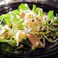 Salade met paling, taugé en lychees
