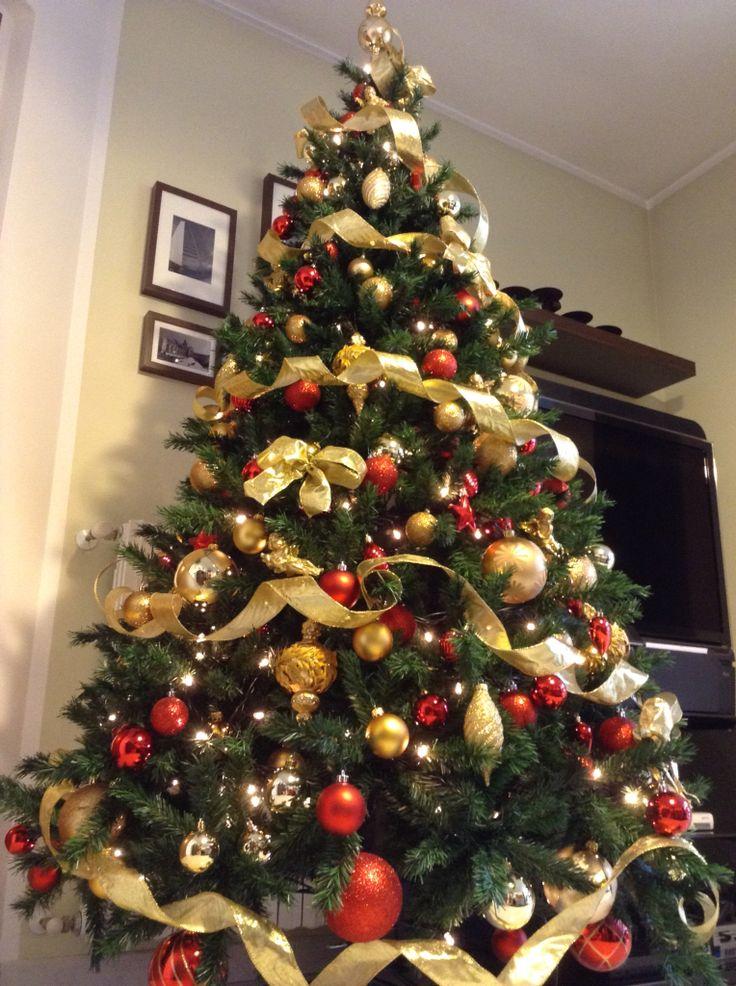 xMas @ ConsiglidiCasa's home - christmas tree with gold and red decoration. Natale nella casa di ConsiglidiCasa con albero decorato in rosso e oro. #consiglidicasa #xmas #christmas #natale #alberodinatale #decorazioni #oro #rosso