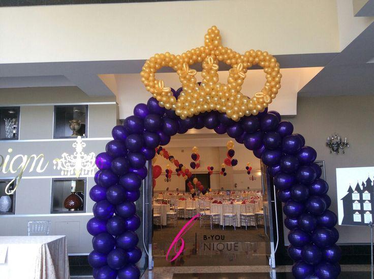 Our balloon crown arch. #ballooncrown #balloonarch #ballooncrownarch