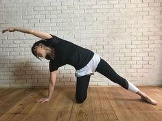 カラダが硬いと太る、柔らかいと痩せやすい理由を紐解きながら、カラダが硬い人でも手軽に実践できる、肩甲骨&お腹のストレッチを紹介します。毎日少しずつでも続けることで痩せやすいカラダに導いていきましょう。