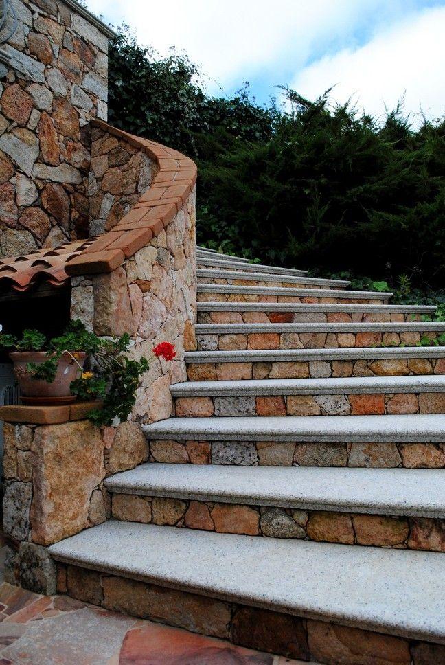 Scalinata esterna con blocchi di granito | L'arte della pietra