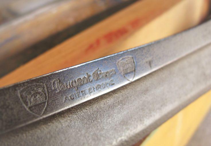 Peugeot's drawknife detail.