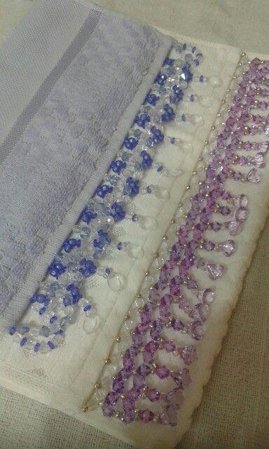 Toalhas para lavabulo bordadas com pedrarias .