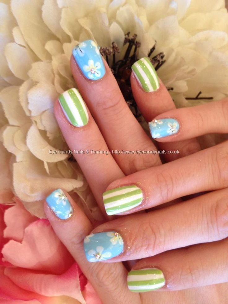 Freehand pastel nail art