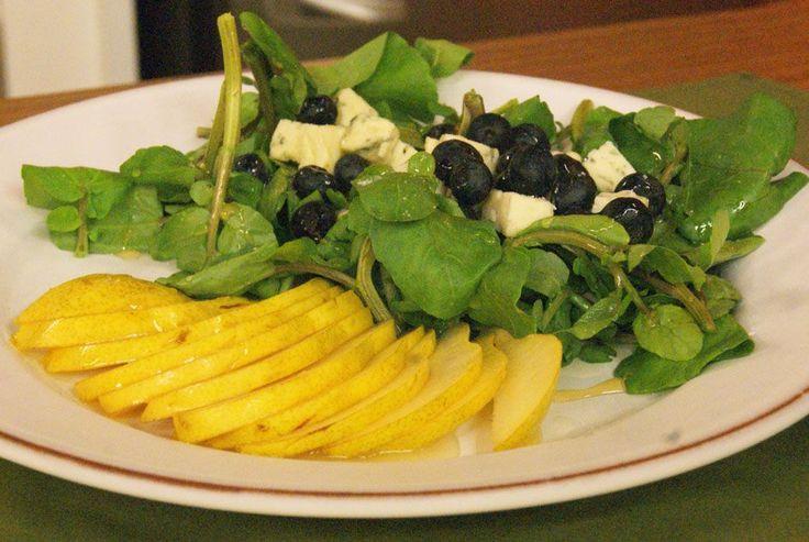 Salada de Agrião com Gorgonzola, Mirtilo e Pêra