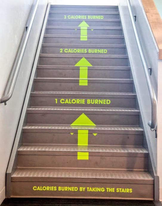 """Utah Valley University added a """"calories burned"""" nudge to encourage students to take the stairs. cc:@Nudgeblog pic.twitter.com/Ia5SHvHsOB"""