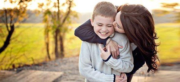 Μια μαμά, στην προσπάθειά της να μην ξεχάσει ποτέ όσα θέλει να πει και να κάνει για τον γιο της, γράφει 15 υποσχέσεις που θέλει να τηρεί σε όλη της την ζωή!