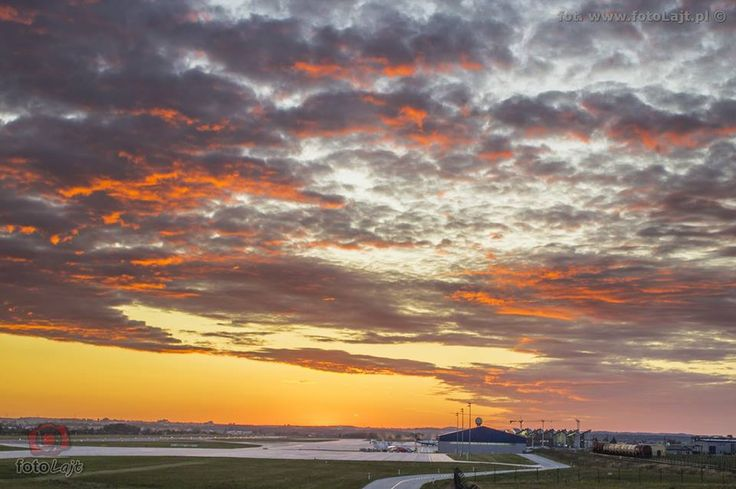 #airplane #plane #planespotting #gdansk #airportgdansk #sunset; photo: fotoLajt