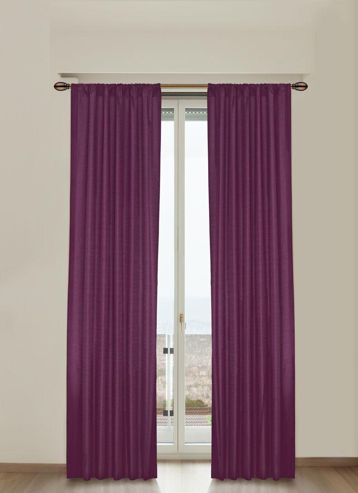 Las cortinas con colores intensos le dan un toque divertido a tus espacios.