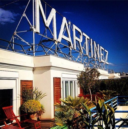 L'hôtel Martinez http://www.vogue.fr/mode/experiences-digitales/diaporama/le-festival-de-cannes-sur-instagram-jour2/18773/image/1001006#!l-039-hotel-martinez