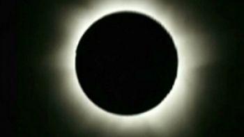 Eclipse de sol se podrá ver en Chile por internet.  http://www.explora.cl/noticias-nacionales/4334-eclipse-de-sol-se-podra-ver-en-chile-por-internet