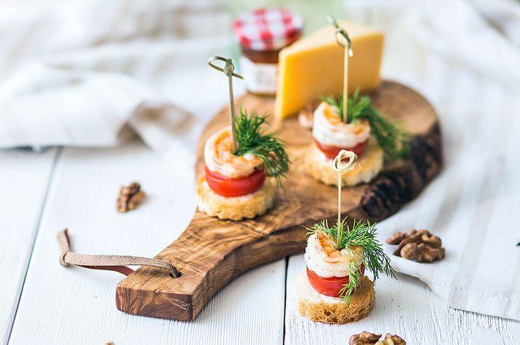 Рецепт канапе с креветками и помидорами с фото