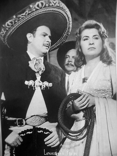 Antonio Aguilar & Lola Beltran. Si existen otros mundos; pues también ahí estarán cantando :  Descansen en paz
