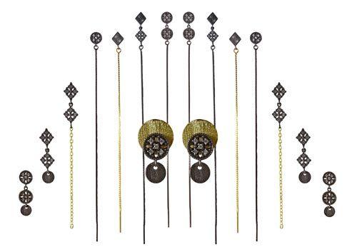 Smyks har fået nogle fine eksklusive ørekroge og links hjem. Ørekrogene er af oxideret sterlingsølv og der er 4 små zirkoner i hver.  Ørekrogene findes i 3 forskellige versioner, og kan du kan nemt sammensætte delene på forskellige måder, og derved få dine egne designs.  Her er vist eksempler på hvordan du kan sammensætte ørekroge, links, mønter og kæde til smukke øreringe.