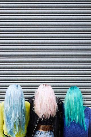 amigas de cabelos coloridos, cabelo azul pastel, rosa pastel e turquesa