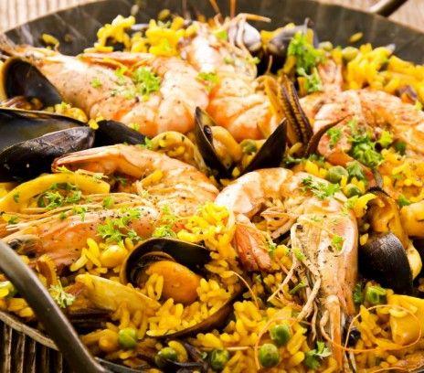 Paella de mariscos z owocami morza - Przepisy.Najbardziej znana hiszpańska potrawa. Idealna na przyjęcia w ogrodzie. Można przygotowywać ją na grillu.  Paella de mariscos z owocami morza to przepis, którego autorem jest: Magda Gessler