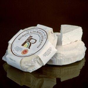 """ROBIOLA DI ROCCAVERANO DOP - Formaggio grasso, fresco o a breve stagionatura. Dalla pasta morbida si sprigionano gli aromi intensi dei prati dell'Alta Langa, pascoli tra marzo e novembre del bestiame. Per conservarla può essere messa sott'olio oppure """"incavolata"""", cioè avvolta nelle foglie di verza. Come tutti i prodotti di capra, è un formaggio sapido, ottimo gustato da solo con miele, composte di frutta, mostarda, salsa di cipolle oppure con le due tipiche salse piemontesi, il bagnet vert…"""