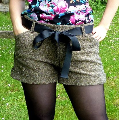 """Thurlow Trousers pattern meant for """"curvy hips, fuller thighs, and a narrow waist"""". So cute."""