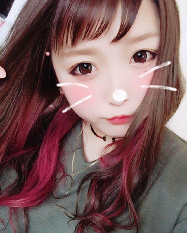 WEBSTA @ satoshidai - 先日のお客様!前髪は眉上で束感がでやすく♪カラーはインナーカラーにピンクパープルをいれました☆なにかイメチェンしたい、でも派手すぎるのは、、という方はオススメですよ☆ご予約、相談はDMとばしてください☆#イメチェン#インナーカラー#ピンク#パープル#ヘアカラー#おんまゆ #マニックパニック#ヘアマニキュア#かわいい#happy#サロンモデル #撮影#撮影モデル #ヘアカタログ#特殊カラー#札幌#札幌美容室#札幌美容師#美容 #サロモ#instagood #お洒落#撮影モデル募集#Genie #しゅぶや #haircolor #春髪#髪色#すすきの