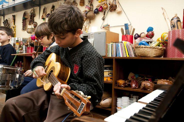 Contato das crianças com o universo sonoro enriquece a percepção e estimula o cérebro – Instituto Singularidades
