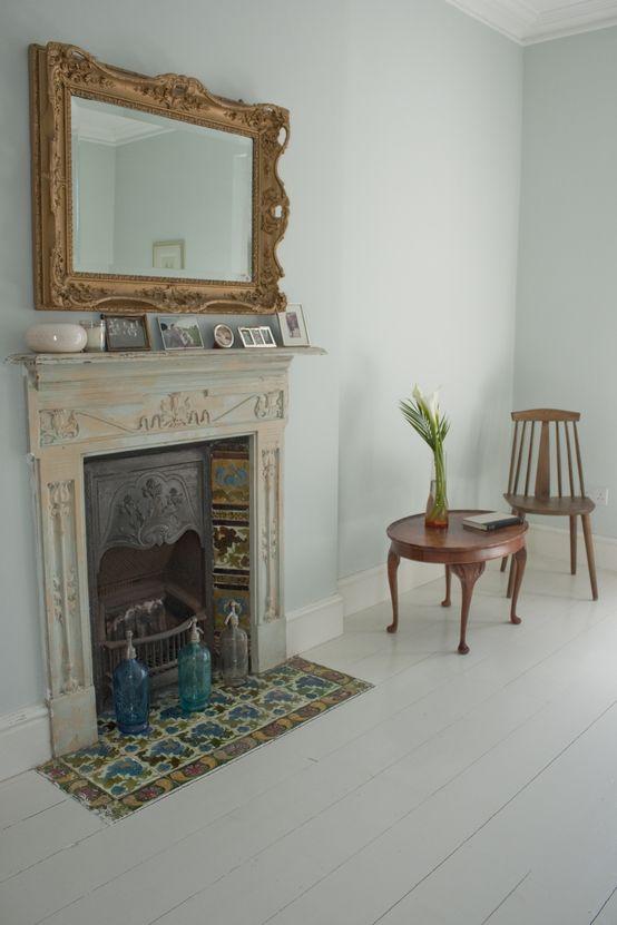 Atrapa kominka, fasada kominka, pusty kominek, dekoracje.  Zobacz więcej na: https://www.homify.pl/katalogi-inspiracji/15702/atrapa-kominka-pomysly-i-inspiracje