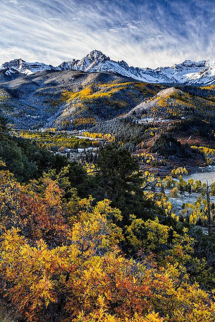 コロラドの写真家 David Kingham 氏が昨年10月に撮影したロッキー山脈のスネフェルズ山(4315m)| Mount Sneffels Fall Color Show, via Flickr.